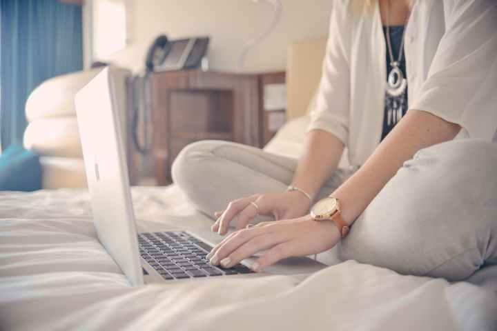 person-woman-apple-hotel.jpg